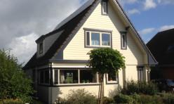 Buitenwerk finnhouse te Hoogwoud